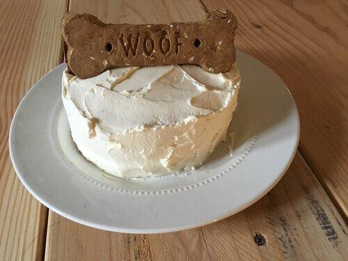 Pasteles para perros. Un pastel de perro con hueso